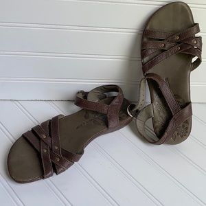Keen brown leather sandals 7 new w/out tags